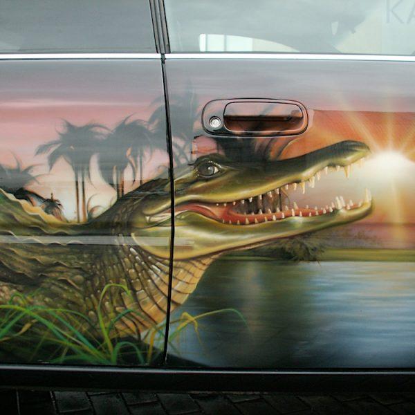 Аэрография на Toyota - крокодил