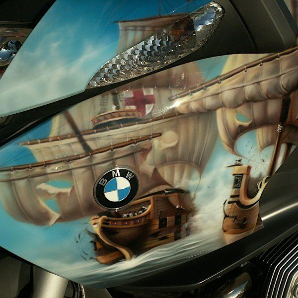 Аэрография на мотоцикле BMW - парусные корабли
