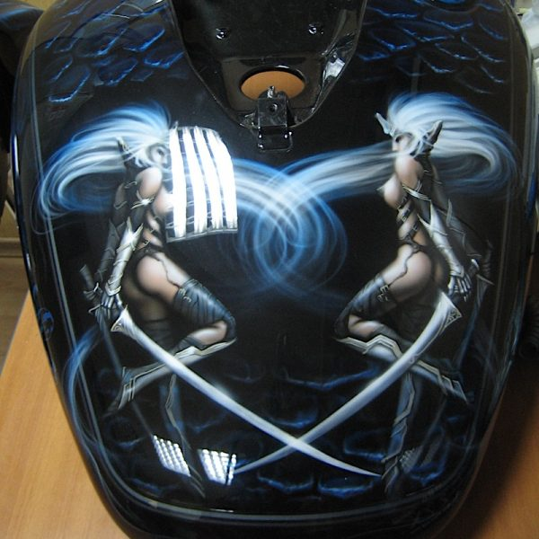 Аэрография на баке мотоцикла