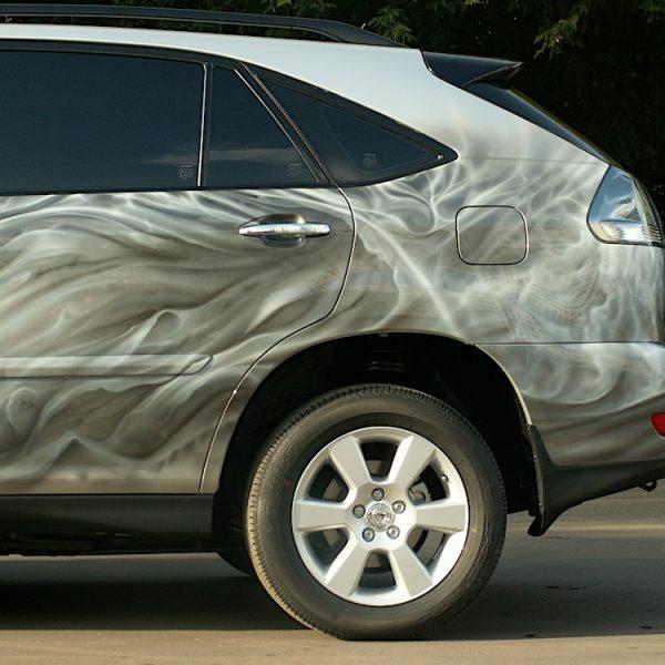 Рисунок на джипе Lexus