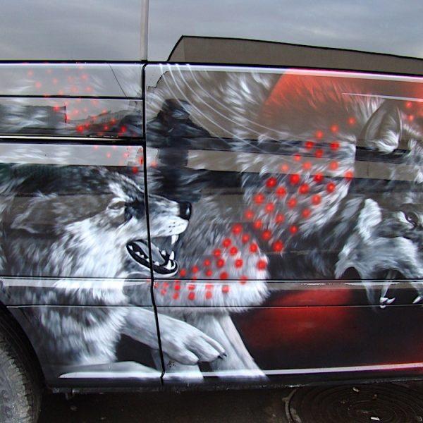 Аэрография на микроавтобусе Mercedes - волки