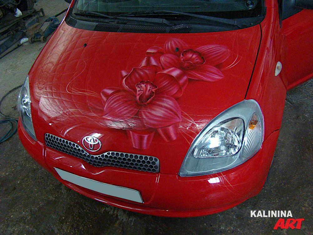 Аэрография на капоте Toyota - цветы
