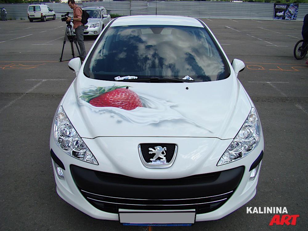 Аэрография на капоте Peugeot - клубника