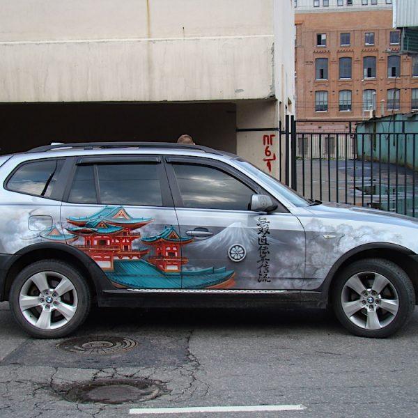 Роспись джипа BMW