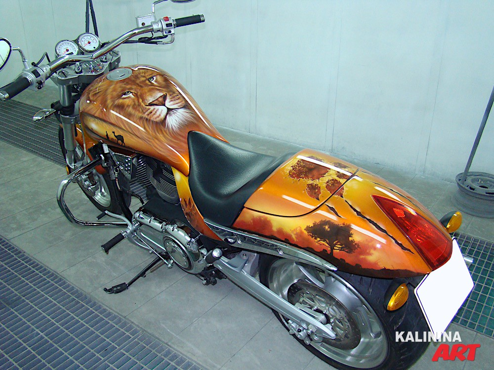Аэрография на мотоцикле - лев