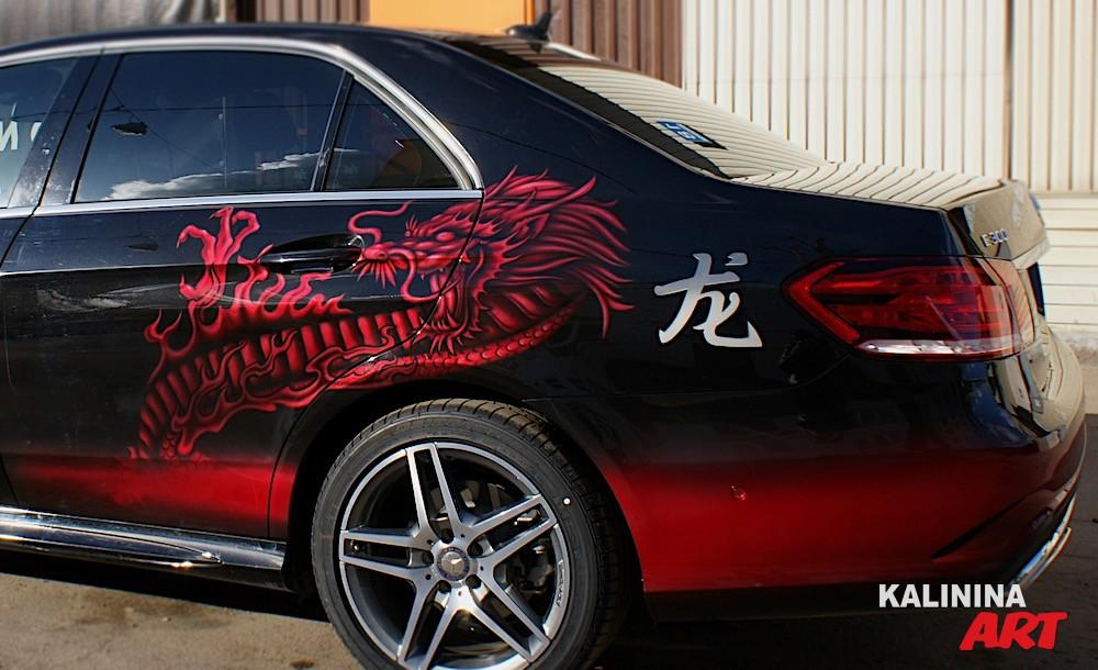 Рисунок дракона на Mercedes