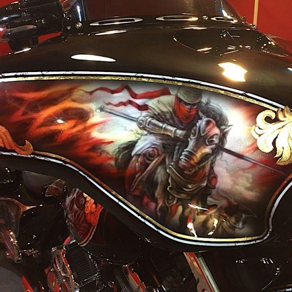 Рисунок на мотоцикле